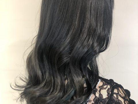 就活生社会人の方におすすめ!暗めの色でも楽しめる髪色!韓国風ブルーブラックカラー